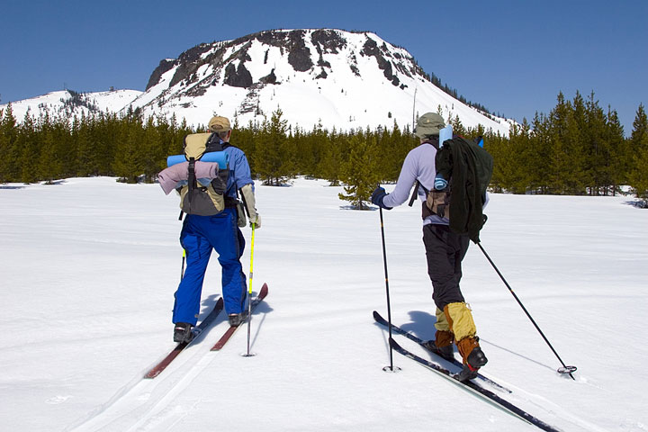 cross country skiers in Oregon